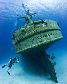 Diving the Cayman Islands Best Scuba Diving, Scuba Diving Gear, Cave Diving, Underwater Photos, Underwater World, Underwater Photography, Underwater Shipwreck, Bateau Yacht, Guerra Anime
