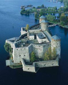 Beautiful Castles, Beautiful Buildings, Beautiful Places, Castle House, Castle Ruins, Medieval Town, Medieval Castle, Castillo Feudal, Lichtenstein Castle
