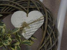 Deko-Objekte - Holzherzchen mit Noten - ein Designerstück von Emmart1 bei DaWanda Grapevine Wreath, Grape Vines, Designer, Wreaths, Etsy, Home Decor, Sheet Music, Christmas Jewelry, Objects