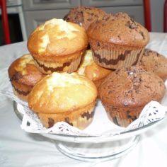 Kahden maun muffinit. Suklaa ja vanilja-valkosuklaa. Helppoa ja hyvää.