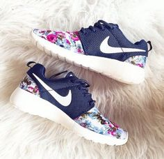 3daf9f451b19 Nike Roshe Run London Olympics Trainers Floral Navy Mens Womens Shoes