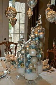 The Christmas countdown is just launched! Bring the magic of Christmas to your home! Because it is not always easy to imagine a Christmas decoration and holiday table consistent and really like you, deco. Rose Gold Christmas Decorations, Christmas Table Settings, Christmas Tablescapes, Christmas Centerpieces, Xmas Decorations, Centerpiece Ideas, Modern Christmas, Christmas Home, Christmas Holidays