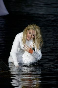 "María José Montiel as Amneris in ""Aida"" at Bregenz's Festival © Foto: Karl Forster Singer Costumes, Mezzo Soprano, Maria Jose, Opera Singers, Opera House, Fictional Characters, Theater, Musica, Bregenz"