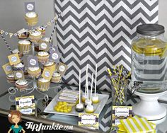 Soirée d'anniversaire des femmes  jaune  gris  par TipJunkie, $6.95