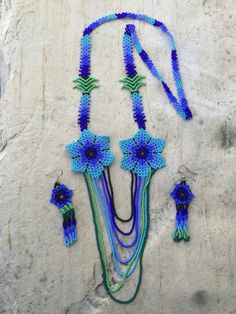 Alondras's beaded necklece with earrings por ArtesaniasBatyah