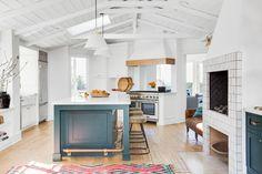 two-tone kitchen col