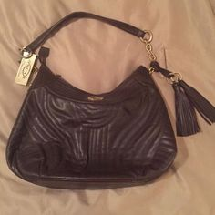 Oscar deLarenta purse BRAND NEW!! Never used and still has tag!! Was a gift and just put away! Oscar de la Renta Bags Shoulder Bags