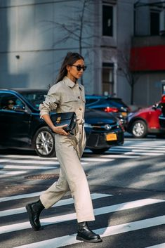The antidote to boring Winter dressing is New York Fashion Week street style — and it's here. You can count on the style industry to go all out, despite New Street Style, Ny Style, New York Fashion Week Street Style, Spring Street Style, Street Look, Street Chic, Street Fashion, Azul Cyan, Fashion Forecasting