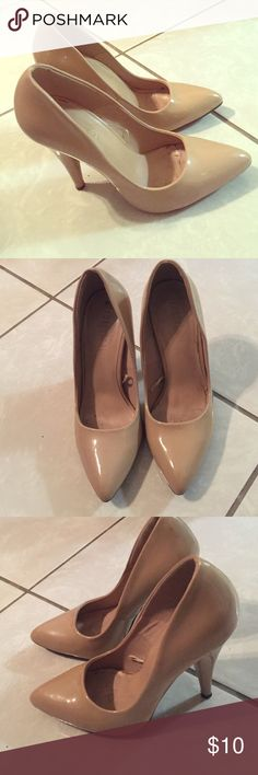 Forever 21 patent leather nude heels size 7 Forever 21 patent faux leather nude heels with a point toe. These have some wear in the inside but outside is in pretty good condition. Size 7 Forever 21 Shoes Heels