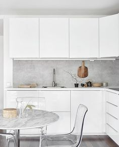 Good Pic white kitchen splashback Strategies Finding a spectacular all-white your kitchen pattern may perhaps look very simple, yet it's not. Once this des. Home Kitchens, Modern Kitchen Interiors, Concrete Kitchen, Kitchen Design, Kitchen Renovation, Kitchen Interior Design Modern, Modern Kitchen, New Kitchen, Kitchen Interior