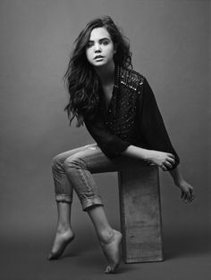 Bailee Madison : black and white