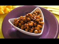 Garbanzos dulces tostados y Suspiros veganos de garbanzo - YouTube Tostadas, Snacks Saludables, Sweets Cake, Creative Food, Chana Masala, Keto, Foods, Make It Yourself, Cookies