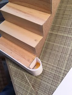 I loath making dollhouse stairs. I actually promised myself after the last build that I would never do it again, but I got suckered into i. Dollhouse Miniature Tutorials, Diy Dollhouse, Miniature Dolls, Dollhouse Miniatures, Miniature Furniture, Doll Furniture, Dollhouse Furniture, Miniature Kitchen, Miniature Houses