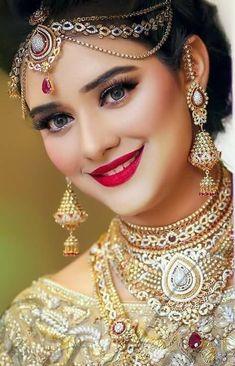 Fulfill a Wedding Tradition with Estate Bridal Jewelry Indian Wedding Bride, Indian Wedding Makeup, Indian Bridal Fashion, Indian Wedding Jewelry, Indian Jewelry, Bridal Jewelry, Indian Makeup, Arabic Makeup, Bridal Mehndi Dresses