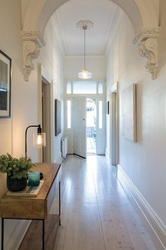 Modern Victorian Decor, Victorian House Interiors, Victorian Hallway, Victorian Terrace Interior, Victorian Lighting, Victorian Architecture, Classical Architecture, Style At Home, Flur Design