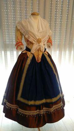Huertana Vintage Dresses, Vintage Outfits, Vintage Fashion, Historical Costume, Historical Clothing, African Dresses For Women, Fantasy Dress, Lolita Fashion, Fashion History