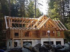 A fabulous update of the Piece en Piece project completed in #Washington state, with a timber and log rafter combination! #loghomebuilders #dreamhouse #westernredcedar
