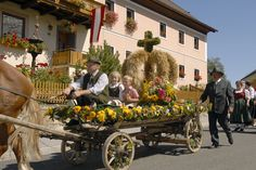 Procession of the harvest crown in St. Michael, Lungau, Salzburg county (Photo: courtesy of Maro Public)