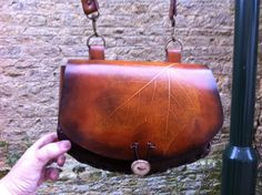 Sac motif feuille, leather bag leaf design