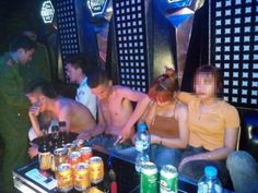 Chỉ trong vài tháng trở lại đây, liên tiếp nhiều quán Karaoke bị đột kích, tại đây, lực lượng chức năng đã phát hiện, bắt quả tang hàng chục đối tượng đang có hành vi sử dụng trái phép chất ma túy.  Hà Nam:Đột kích quán Karaoke, phát hiện 31 đối tượng sử dụng ma túy Vụ việc này được cơ quan chứ...