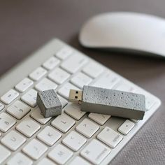 Now this is a USB stick for builders - very cool!