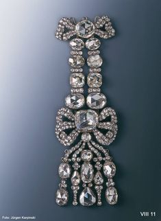 Epaulette (diamond rose). Christian August Globig (before 1747-1798), Jeweler & August Gotthelf Globig (before 1769-after 1819), jeweler. Dresden, between 1782 and 1789. 20 large and 216 smaller diamonds, silver, gold. 22.0 x 7.0 cm. VIII 11. © Dresden State Art Collections.