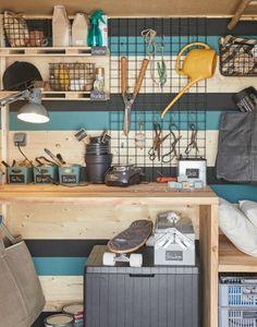 Abri de jardin : des rangements astucieux dedans et dehors   Leroy Merlin Garden Tool Shed, Tool Sheds, Leroy Merlin, Bungalow, Ikea, Sweet Home, Garage, Home Appliances, Plein Air