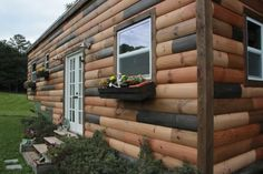 If you've always dreamed of living in a nest, Wind River Tiny Homes has created the perfect tiny house for you! Nomad's Nest is a gooseneck home that's been fully customized down to every tiny perfect detail. Small Tiny House, Tiny Houses For Sale, Tiny House Living, Tiny House Plans, Tiny House On Wheels, Tiny House Design, Small Houses, Mini Houses, Small Living