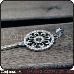Nuestro colgante de llave con strass es un colgante monísimo y combinable con otros collares de estilo similar. Un fondo negro hará que resalte mucho más. Busca algún otro accesorio de color plata en Conjuntados.com, ¡seguro que encuentras algo que le vaya bien! http://www.conjuntados.com/colgante-de-llave-con-strass.html #necklaces #fashion #accesorios #complementos #bisuteria #jewelry #bijoux #shopping #trendy #tendencias #tendances #moda #estilo #style #PymesUnidas