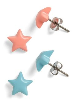Star-Studded Evening Earrings...would go perfectly with the Little Twin Stars knuckle ring.