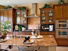 Kitchen cabinets are a big part of a kitchen remodeling project. Get the right cabinets to fit your new kitchen design. Luxury Kitchen Design, Best Kitchen Designs, Luxury Kitchens, Dream Kitchens, Beautiful Kitchens, Kitchen Layout, New Kitchen, Kitchen Decor, Kitchen Ideas