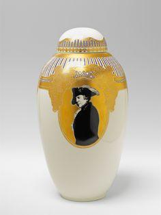Königliche Porzellanmanufaktur Berlin, 1917.A Berlin KPM porcelain vase with a portrait of Frederick II, Auction 1065 The Berlin Sale, Lot 60 #KPM #porcelain #porzellan #koeniglicheporzellanmanufaktur #frederickthe2nd