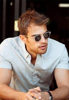 Front Swept and Tapered Sides - Haircuts For Balding Men Mens Haircuts Receding Hairline, Mens Haircuts Thin Hair, Receding Hairline Styles, Haircuts For Balding Men, Boy Hairstyles, Cool Haircuts, Short Hair Cuts, Tom Hardy Haircut, Bald Haircut