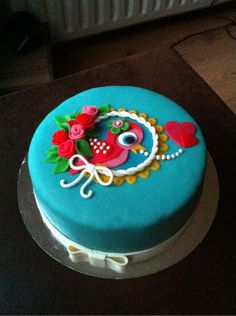 Such a cute cake design, good for a birthday or anniversary