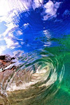 Por dentro das ondas do mar na fotografia de Nick Selway