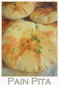 Recette des pitas, pain pita libanais facile Pita Recipes, Amish Recipes, Bread Recipes, Vegetarian Recipes, Baguette, I Love Food, Good Food, Pita Bread, Naan