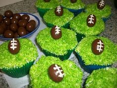 rugby cupcakes :) day ninety two and the start of the rugby world cup is FINALLY here! all the flags are going up and people are really . Party Treats, Party Snacks, Football Birthday, Football Parties, Football Baby, Football Season, Super Bowl, Seahawks, Rugby Cake
