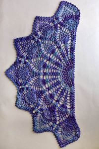 Pattern Information Pineapple Peacock Shawl Designed by Amy Gunderson PATTERN NOTES This half-circle shawl is worked from the center out. A picot border is added around the entire outer edge of the. Crochet Shawls And Wraps, Crochet Scarves, Crochet Clothes, Crochet Hats, Crochet Shawl Free, Crochet Motifs, Thread Crochet, Crochet Patterns, Knitting Patterns