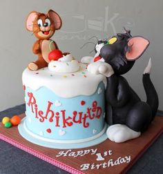 Dedicated to all those Tom and Jerry fans out there ! - cake by Anna Mathew Vadayatt Bolo Tom E Jerry, Tom And Jerry Cake, Tom Y Jerry, Easy Cupcake Recipes, Homemade Desserts, Creative Desserts, Creative Cakes, Pretty Cakes, Cute Cakes