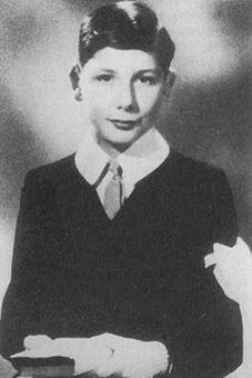 Jedes der ermordeten Kinder wurde von seiner Eltern, Geschwistern und der ganzen Familie geliebt, jedes hatte eine ganz eigne Geschichte. So auch Georges-André Kohn, geboren am 23. April 1932 in Paris, der hier exemplarisch für alle der 20 Kinder stehen soll. Sein Vater war Direktor des größten jüd