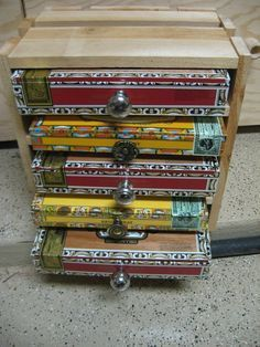 I need to do this with the left over cigar box guitar supplies! Crafted Cigar Box Chest Of Drawers, Jewelry Box And Keepsake Box Cigar Box Diy, Cigar Box Crafts, Cigar Box Purse, Cigar Art, Cigar Box Guitar, Diy Box, Cigar Box Projects, Diy Projects, Fine Pens