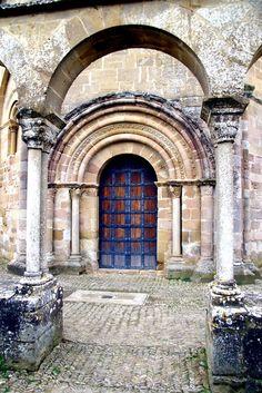 Portada de la Iglesia de Santa Maria de Eunate, Muruzabal, Navarra, España