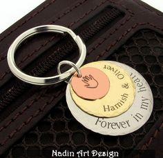 Gravierter Schlüsselanhänger. Personalisiert von NadinArtDesign auf DaWanda.com