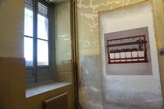 """Linarejos Moreno. #Exposición """"La construcción de una ruina"""" #ArteTabacalera #Madrid #Arte #Art #ContemporaryArt #ArteContemporáneo #Instalación  #PHE16 #PHOTOESPAÑA #Arterecord 2016 https://twitter.com/arterecord"""