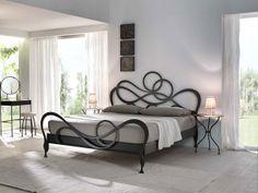 Dallo stile romantico a quello futuristico. Il letto in ferro battuto è sempre attualissimo! http://www.arredamento.it/notte/camera-da-letto/letti/letto-ferro-battuto.html #letti #consiglicameradaletto #testiereletti
