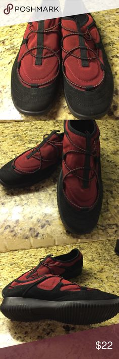 Easy spirit Walking Shoe Never Worn easy spirit walking shoe. Burgundy and black. Great for taking on your next travel. So comfy. Easy Spirit Shoes Athletic Shoes
