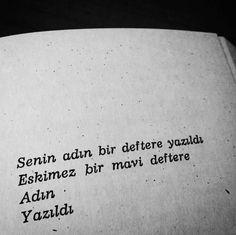 Senin adın bir deftere yazıldı Eskimez bir mavi deftere Adın Yazıldı. - Turgut Uyar (Kaynak: Instagram - siyah_beyaz_edebiyat) #sözler #anlamlısözler #güzelsözler #manalısözler #özlüsözler #alıntı #alıntılar #alıntıdır #alıntısözler #şiir #edebiyat