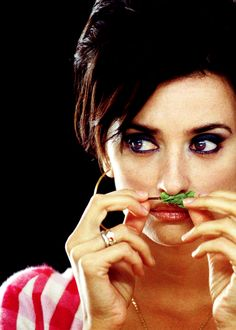 Penelope Cruz in una scena del film Volver: 26413 - Movieplayer. Pier Paolo Pasolini, Ang Lee, Film Serie, Independent Films, Movie Tv, Movie Scene, 21st Century, The Incredibles, Passion