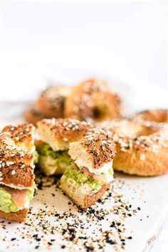 Extra delicious, this Easy Keto Everything Bagels Recipe with Almond and Coconut Flour is a perfect addition to your Keto Bread Breakfast choice. Fully Gluten-Free, Grain-Free, and perfect for diabetics, with only 6 ingredients, those Low Carb Bagels with Homemade Everything But The Bagel Seasoning is perfect for your Keto Lunch Box as well. Low Carb Bagels, Keto Bagels, Low Carb Bread, Keto Bread, Low Carb Keto, Sugar Free Recipes, Almond Recipes, Low Carb Recipes, Italian Breadsticks Recipe