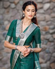 a collection of poses in saree for photos from celebrities. Check out full of celebrities in graceful saree poses list that could make you look stellar! Blouse Back Neck Designs, New Saree Blouse Designs, Best Blouse Designs, Bridal Blouse Designs, Blouse Patterns, Stylish Blouse Design, Costume, Blouses For Women, Banarasi Sarees